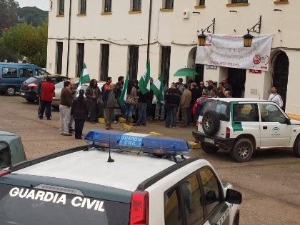 20121128150229-concentracion-trabajadores-mancomunidad-26-11-2012.jpg