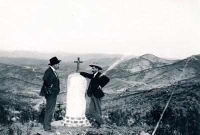 20151101224633-daniel-navarro-torres-a-la-derecha-en-1935.jpg