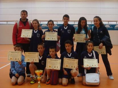 El colegio Maestro Rojas de Nerva despliega su destreza 'Jugando al atletismo'