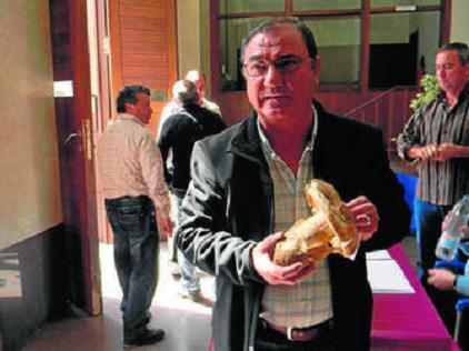 20130409130733-francisco-fernandez-lopez-con-su-gurumelo-de-715-gramos.jpg