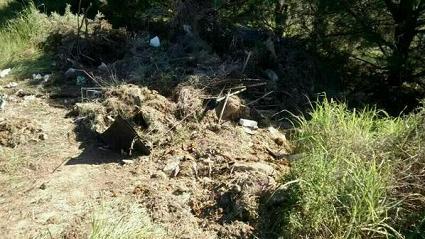 20140312102212-los-restos-del-cementerio-siguen-en-la-cancha-de-tiro-al-plato.jpg